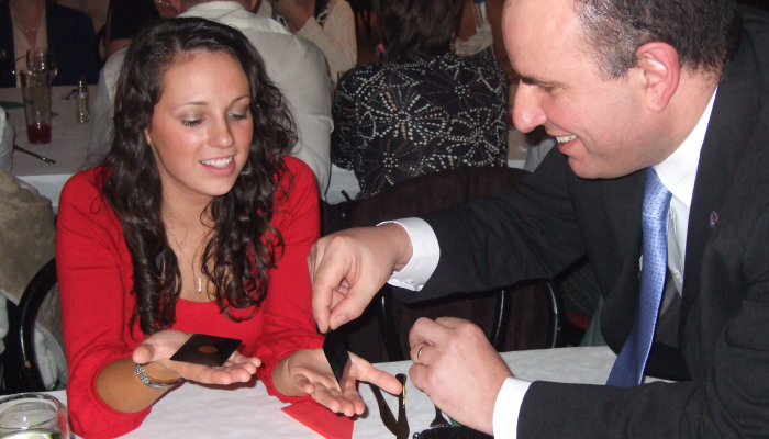 Wedding Magician table magic