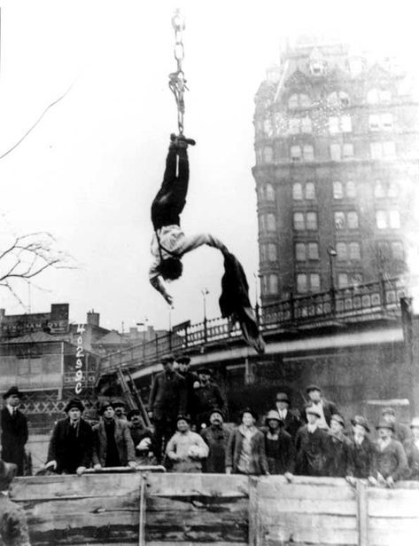 Great Historical Magicians: Harry Houdini (1874-1926)